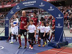 Jetzt bewerben: Einlaufkind für Heimspiel gegen Kiel